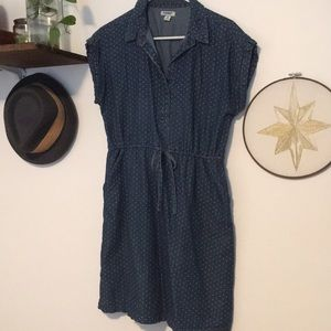 Old Navy Dresses - Polka dot chambray dress with pockets!